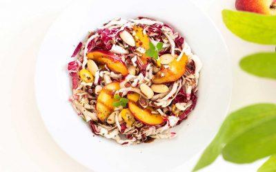 Radicchiosalat mit Mandeln und Pfirsich