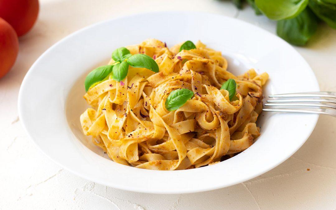 Tagliatelle mit rotem Pesto