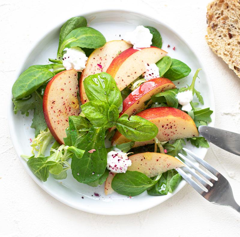 Feldsalat mit Apfel und Ziegenkäse