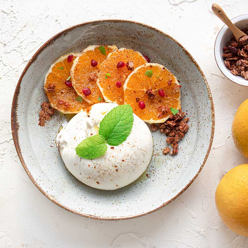 Burrata mit Orangenfilets und Vinaigrette