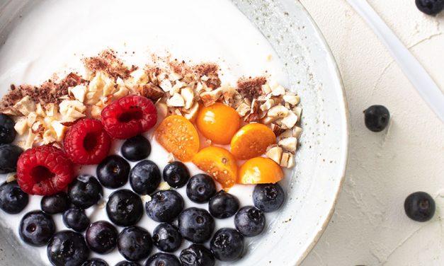 Kokosjoghurt mit Beeren