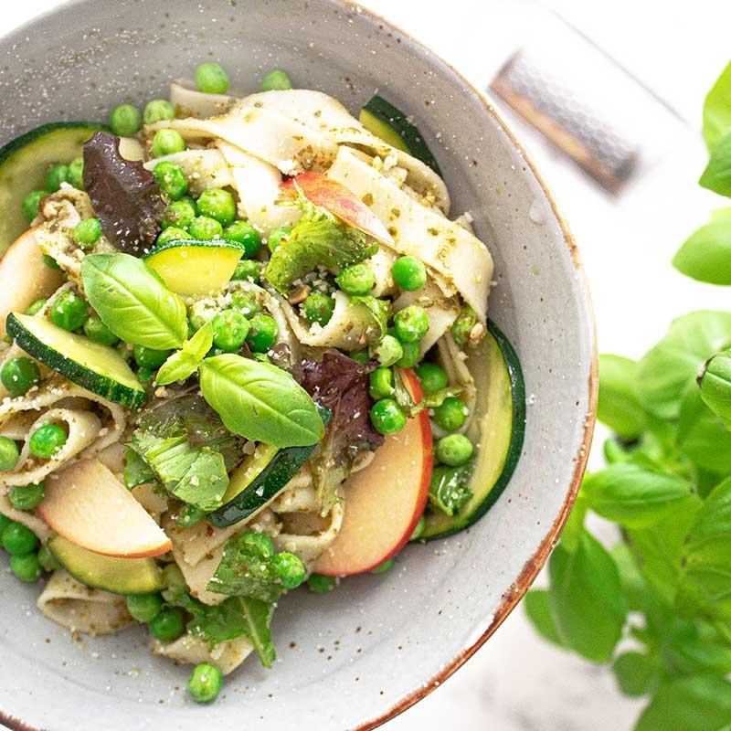 Glutenfreie Tagliatelle mit Zucchinipesto
