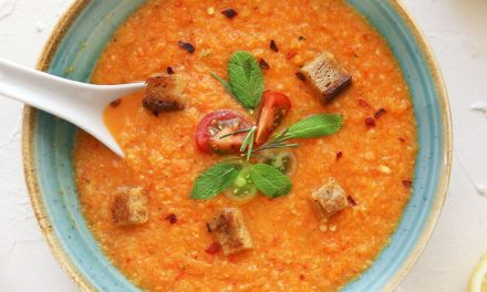 Gemüsesuppe mit Ingwer und Croutons
