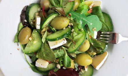 Gurkensalat mit Dill und Camembert