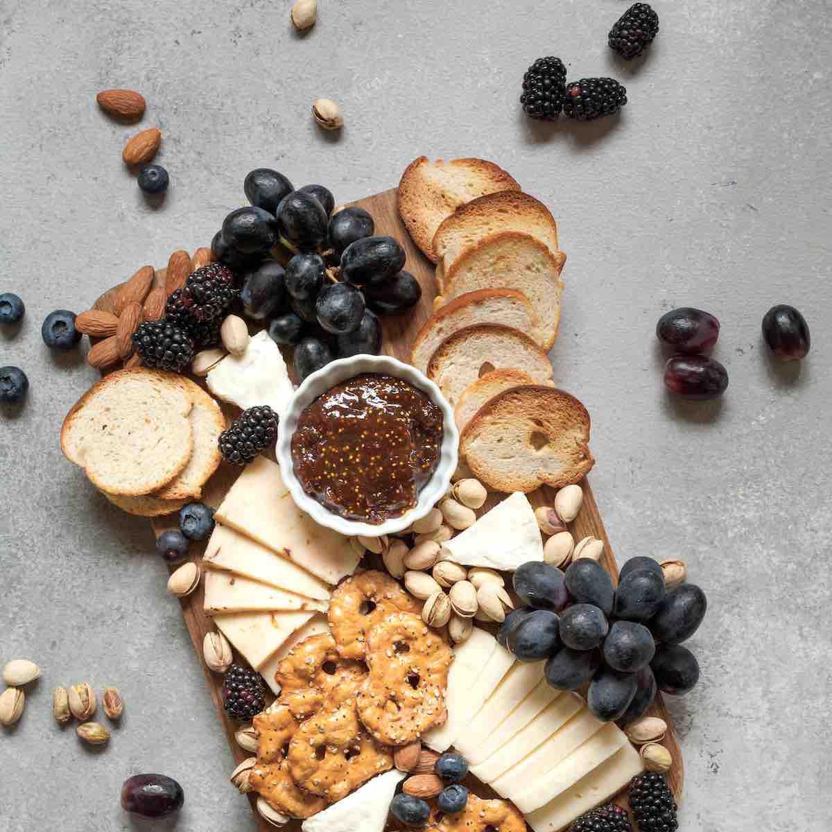 Mediterrane Käseplatte anrichten – in 5 Schritten