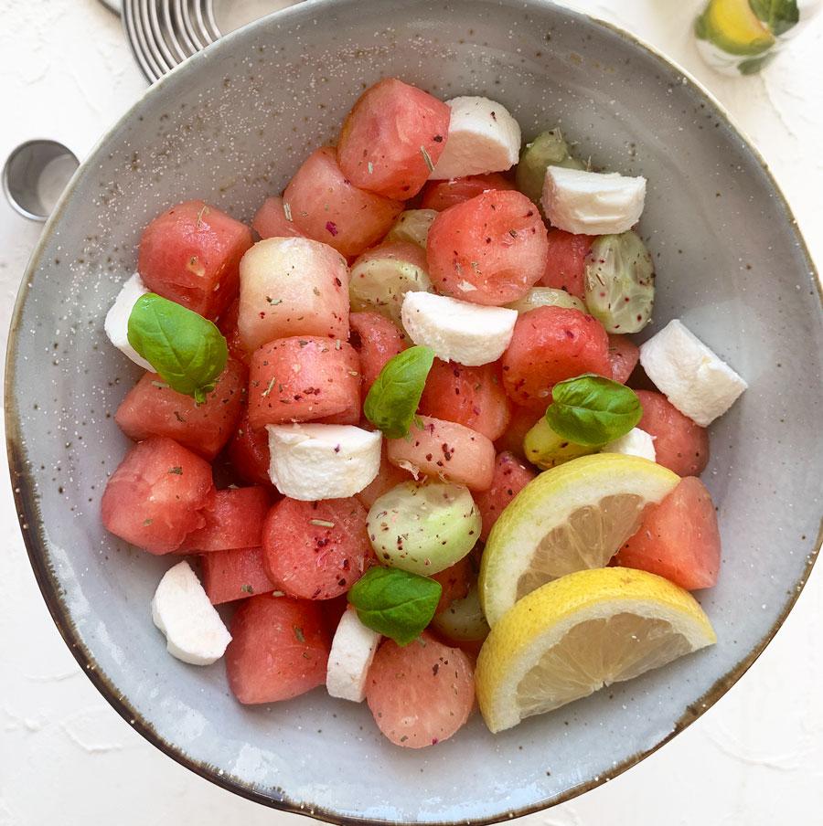 Sommerlicher Melonen Feta Salat