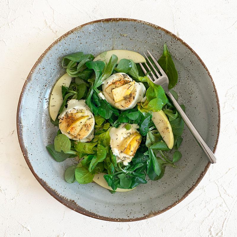Salat mit Ziegenkäse und Honig Orangendressing